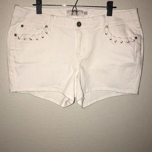 Brand New torrid White Denim Jean Shorts Womens 14